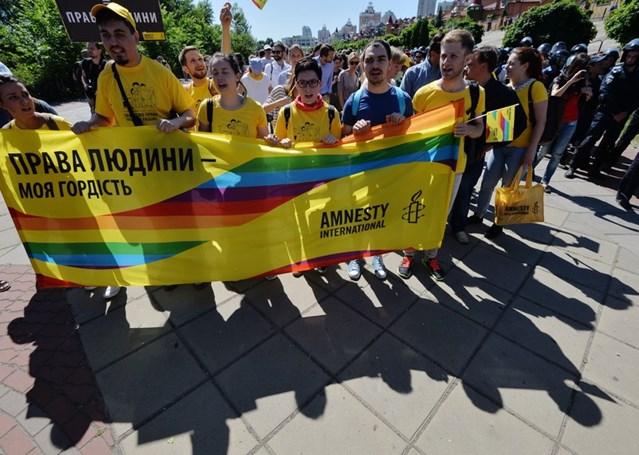 Activistas en la marcha del Orgullo de Kiev (Ucrania), junio de 2015. © GENYA SAVILOV/AFP/Getty Images